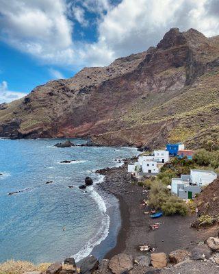 Gdybyście w tej chwili teleportowali się na Teneryfę i mogli wybrać tylko jedną plażę, to która by to była? 1,2,3,4 a moze 5? Dajcie znać w komentarzach ❤️🌊  1. Playa de Roque Bermejo. 2. Playa Benijo. 3. Playa de Las Teresitas. 4. Playa La Tejita. 5. Playa El Bollullo. . Pięknego dnia! ❤️ _____________ #tenerife #teneriffa #teneryfa #islascanarias #wyspykanaryjskie #podróżemałeiduże #tenerifenorte #playatenerife #plaża #beachvibes #beach #bedejakwroce #playabollullo #playateresitas #playabenijo