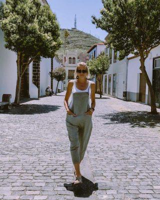 Pytanie do Was ☺️ - kto był na Teneryfie? łapka do góry 🖐Ktoś się wybiera - dajcie znać w komentarzu 🤙Jedzicie tu bardziej wypoczynkowo czy właśnie aktywnie spędzić czas? 🏄♀️🏊♀️🚴♀️Ciekawa jestem 🤔 . 📍#lalaguna  __________  #tenerife #city #teneryfa #wyspykanaryjskie🌅 #wyspykanaryjskie #girl #streetwear #streetstyle #wakacje2021 #hiszpania #miasteczka #miasteczkateneryfy #hiszpaniajestpiekna #kobietaszczęśliwa #womenempowerment #womenstyle #womenafter40 #bedejakwroce #modafeminina #kobietapoczterdziestce